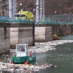 Buldozer Acvatic - Colectarea gunoaielor de pe lac de acumulare